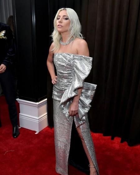 Lady Gaga demuestra el poder de Celine en las alfombras rojas y lo hace en los Premios Grammy 2019