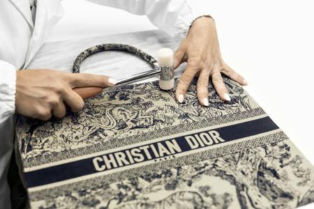 Dior Cruise2019 Toile De Jouy Book Tote Savoir Faire 12