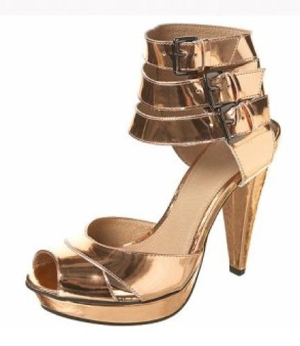 Topshop plagia una sandalia de Gucci