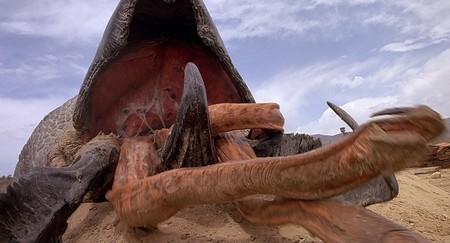 Que se preparen los gusanos gigantes: Vincenzo Natali dirigirá el piloto de 'Temblores'