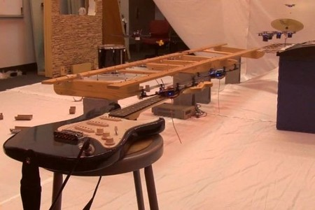 [Vídeo] Una orquesta de robots voladores interpretando el tema de James Bond