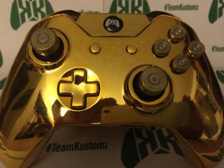 Dorado y con casquillos de bala: éste es el mando con el que Chevy Woods juega a su Xbox One