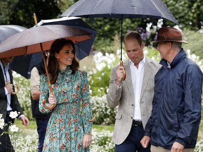 Kate Middleton rinde tributo al estilo de Lady Di con un vestido de Prada