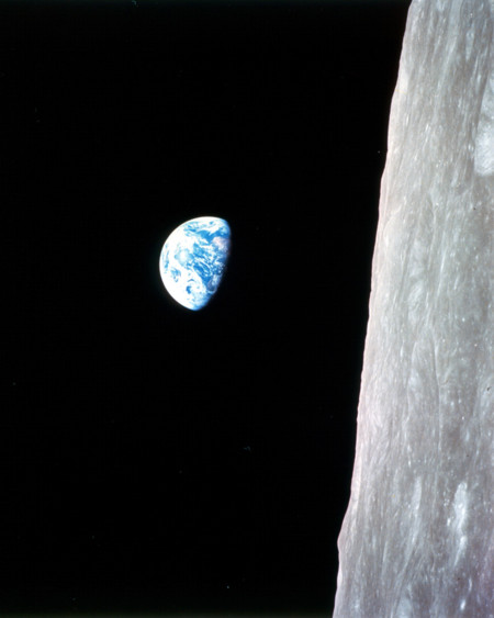 Earthrise Apollo 82