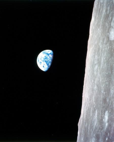 Earthrise Apollo 82