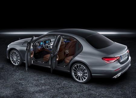 Mercedes Benz E Class 2021 1600 20