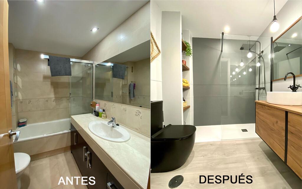 Antes y Después; en la reforma (sin obras) de este baño se ha optado por el negro incluso en el inodoro