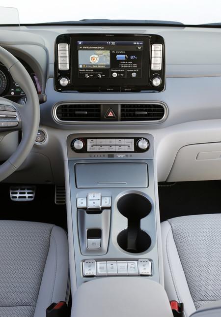 Hyundai Kona eléctrico interior central