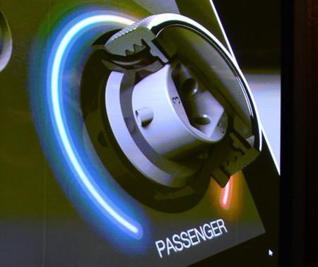 Panasonic nos muestra su pantalla con diales para coches
