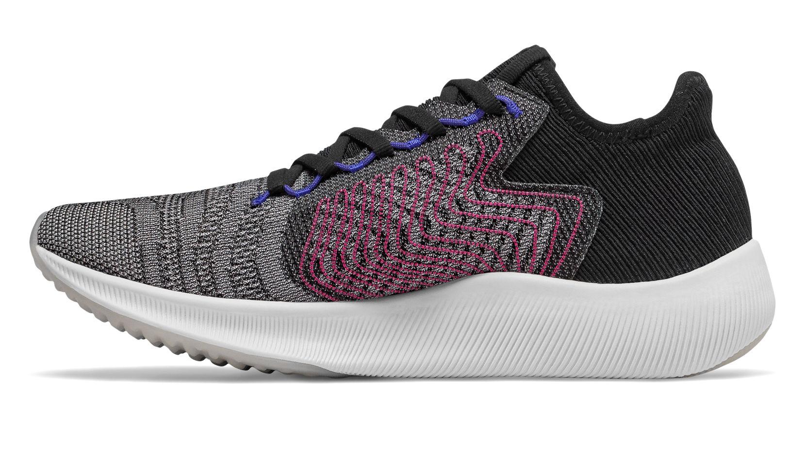 Estas zapatillas combinan su diseño agresivo con una pisada fiable para percibir más velocidad.