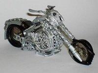 No tires ese reloj viejo, ¡hazte una moto!
