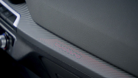 Audi SQ2 moldura interior