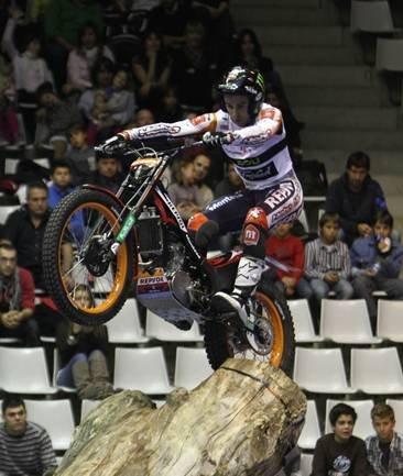 Toni Bou vence la primera cita del Campeonato Mundial de Trial Indoor 2011