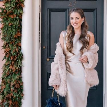 Cuatro formas de adaptar tu vestido midi de fiesta para no pasar frío en las bodas y celebraciones de invierno
