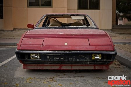 Dolorpasión™: Ferrari Mondial abandonado en Dubai