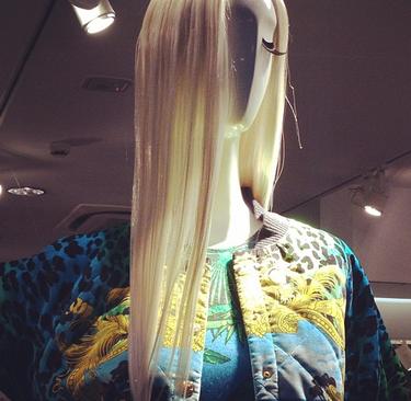 No importa si no has ido. Te contamos cómo se ha vivido Versace para H&M