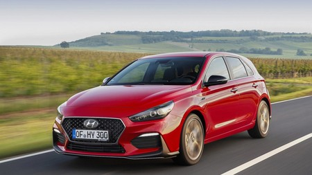 Hyundai estrena en el i30 el acabado N Line: aspecto más deportivo y también un mejor comportamiento
