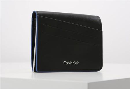 40% de descuento en el monedero de Calvin Klein Cabral en negro y azul: ahora 35,95 euros con envío gratis en Zalando