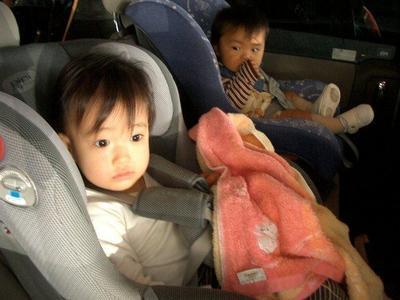 Medidas de seguridad básicas para viajar en coche con niños