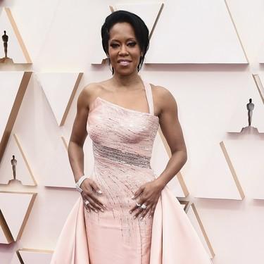 Regina King llega a la alfombra roja de los Oscar 2020 con el escote geométrico más original