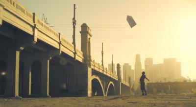 Sign Spinning al ritmo de Daft Punk en Los Ángeles ¿Se puede pedir más?