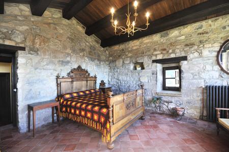 Alojamiento Airbnb Castillo En Llaes Cataluna Espana 1