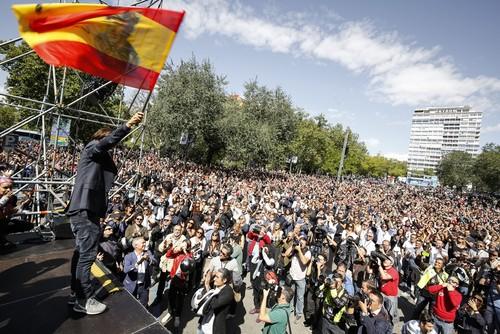 Madrid se desborda con motoristas venidos de toda España en el último adiós a Ángel Nieto