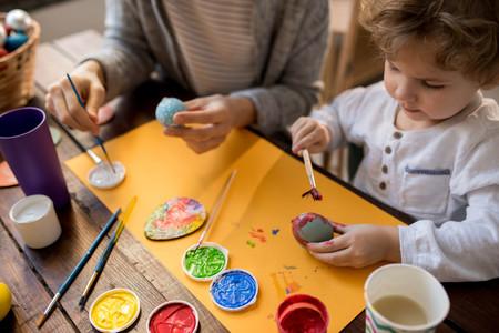 63 bonitas manualidades para hacer en casa con bebés y niños