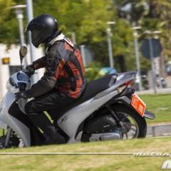 Foto 17 de 19 de la galería honda-scoopy-sh125i-2013-prueba-valoracion-galeria-y-ficha-tecnica-fotos-accion en Motorpasion Moto