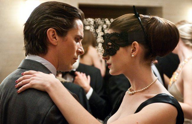 Bale y Anne Hathaway repitiendo la escena del baile benéfico de Batman Vuelve