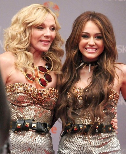 Miley Cyrus y Kim Cattrall en Sexo en Nueva York 2: looks de la pesadilla convertida en realidad I