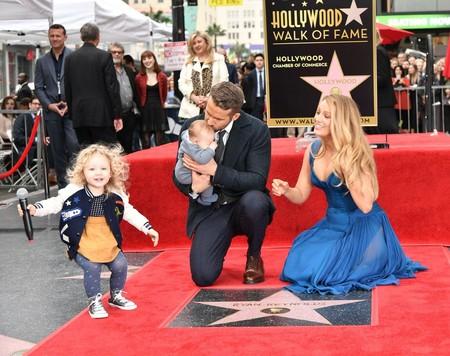 Blake Lively y Ryan Reynolds posan por primera vez con sus hijos ¡Qué familia tan mona!