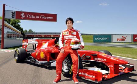 Kamui Kobayashi se sube a un Ferrari F10 en Fiorano