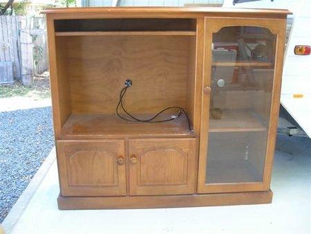 Antes y después: un mueble de televisor convertido en cocina de juguete