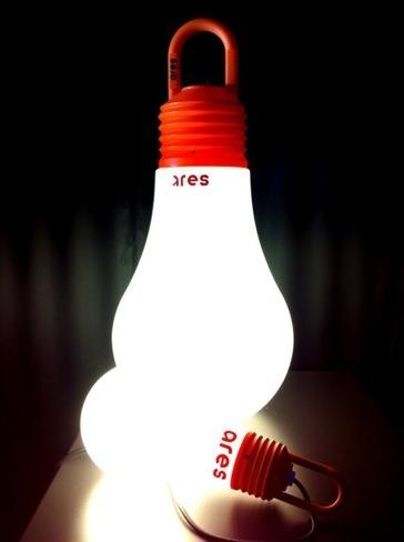 Lámparas para exteriores con forma de bombillas gigantes