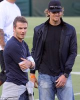 David Beckham y Tom Brady... ¡¡¡eso son padres animando a sus hijos!!!