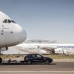 Foto 3 de 5 de la galería porsche-cayenne-remolca-un-airbus-a380-de-285-toneladas en Usedpickuptrucksforsale