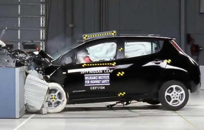 Nissan LEAF, crash test NHTSA
