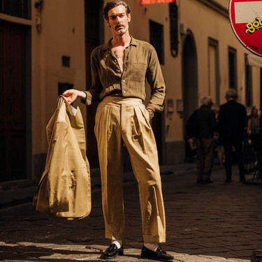 Cuatro consejos para hacer lucir el traje beige elegante y muy fresco a la vez este verano