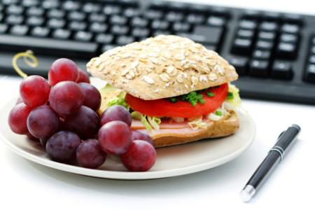 En el Día del Trabajador, dejamos algunos trucos para cuidar la dieta en el trabajo