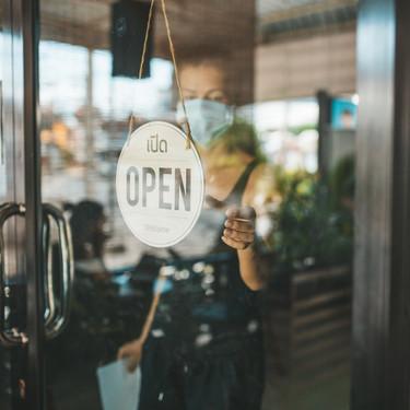 Los restaurantes trabajan con el Gobierno para abrir a finales de mayo (y sin mamparas), pero nada volverá a ser como antes