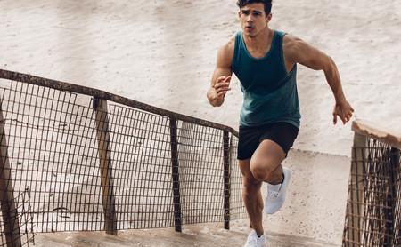 Entrenamiento en escaleras: cinco ejercicios que puedes realizar para entrenar todo tu cuerpo