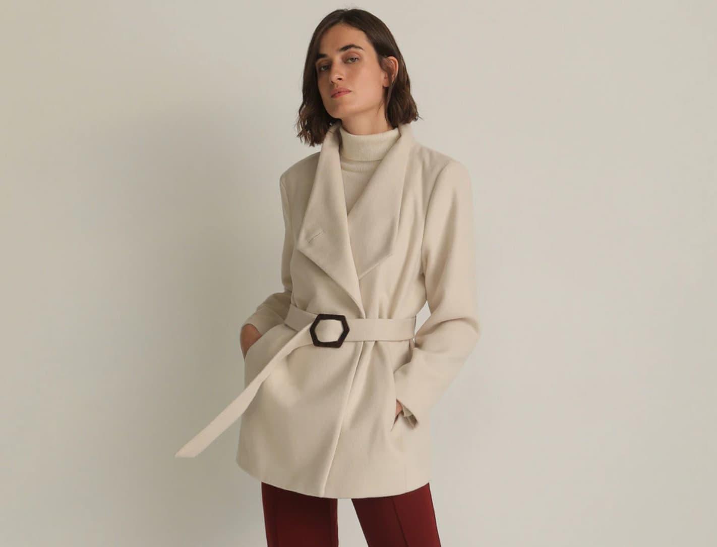 Abrigo corto cruzado de mujer