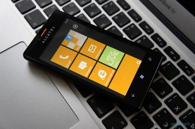 Anunciada la disponibilidad del Alcatel One Touch con Windows Phone 7