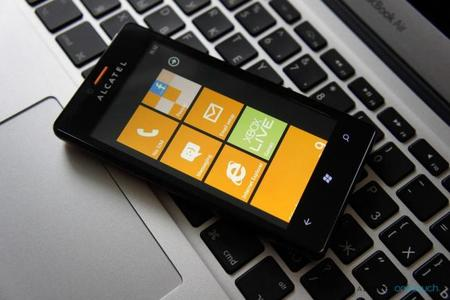 Anunciada la disponibilidad del Alcatel One Touch con Windows Phone 7