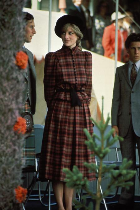 Diana de Gales sombrero tartán look