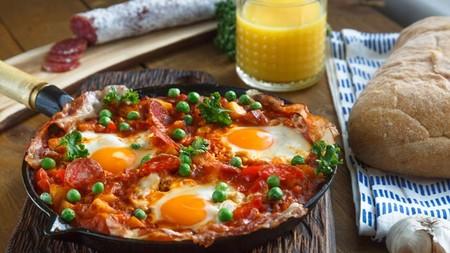 Huevos motuleños. Receta tradicional yucateca para el desayuno