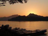 Puesta de sol sobre el Mekong, en Luang Parabng
