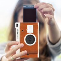 Lomography quiere recuperar las fotos instantáneas con Lomo'Instant