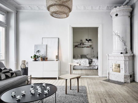 Suelos de madera y grandes ventanales para esta encantadora casa en Suecia